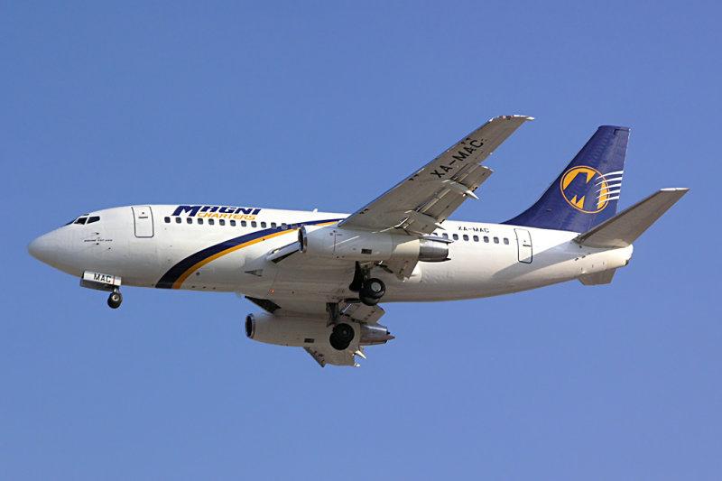 Magnicharters Boeing 737-200